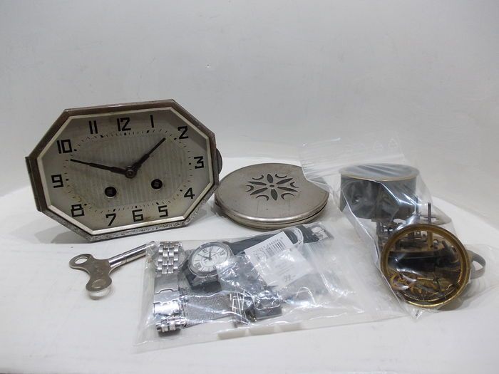 Beautiful lot for a clockmaker or hobbyist, art deco movement, small art deco movement, 2 women's watches, components, 2 stainless steel watch straps