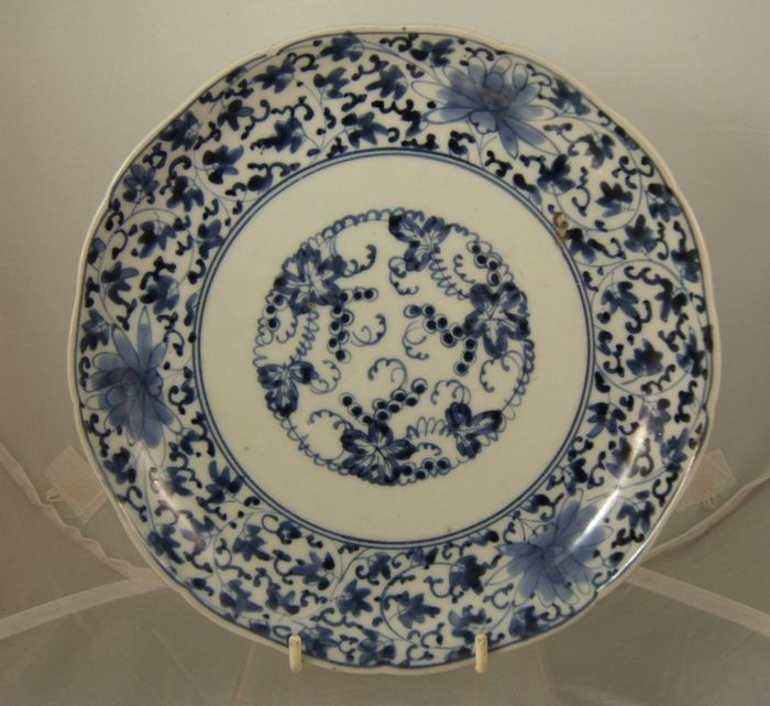 Blue & white arita porcelain plate / dish with cursive fuku to base - Japan - early C. 18th.