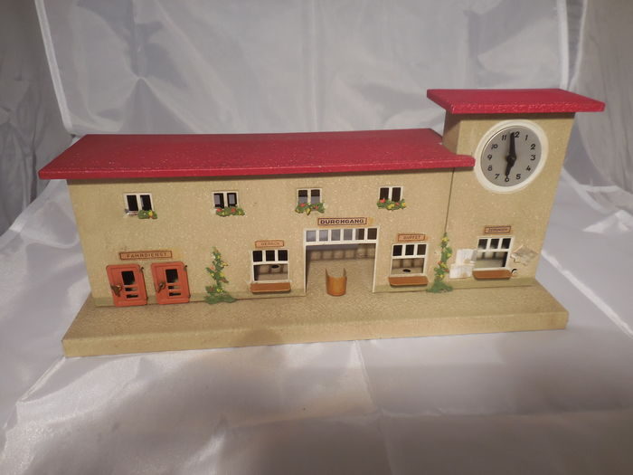 Kibri, West Germany - Scale 0/H0 - station with working clockwork, 50s