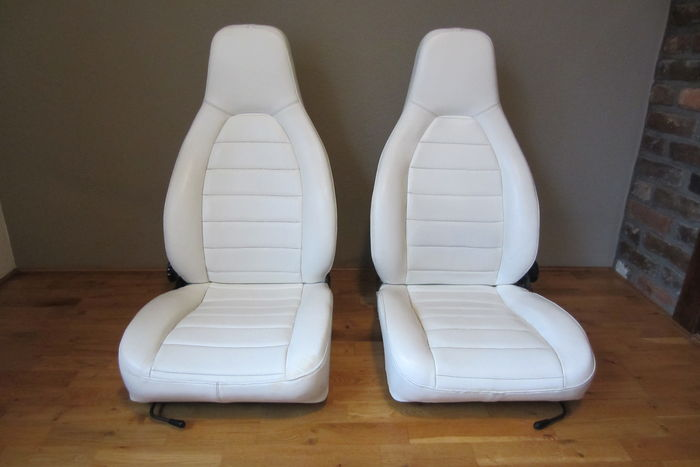 Porsche 911 / 912 - Set of front seats 1970s / 1980s, white skai, includes frames