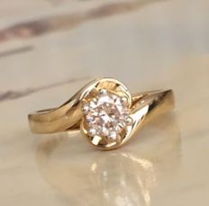 Yellow gold 18 kt solitaire women's ring with brilliant cut diamond, approx. 0.46 ct, K/VVS
