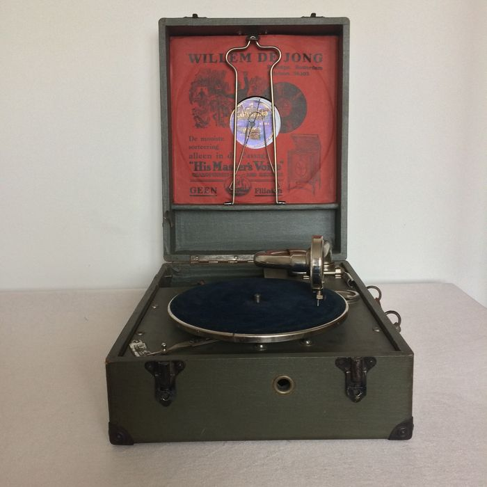 "NIRONA portable gramophone with 22  ""78"" rpm records. First half of the 20th century"