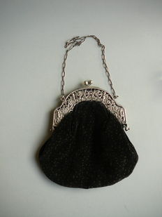 Fluwelen ladies purse with silver brace, Netherlands, 1921