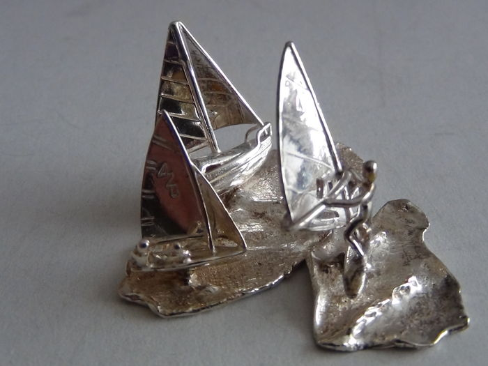 Miniature silver silver miniature watersport 2 sailing boats and 1 windsurfer