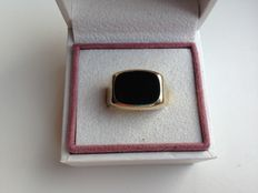 Black, 14 karat gold signet ring set with onyx, sturdy model