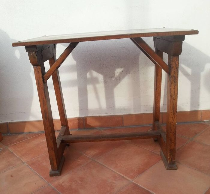 Wooden table capretta catawiki for Nfpa 99 table 5 1 11