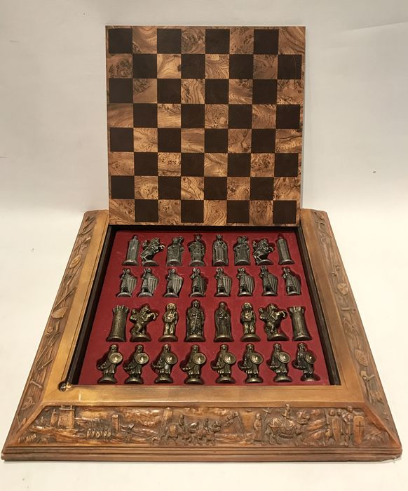 Historical chess set - Christians against muslims