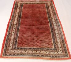 Magnificent, handwoven Persian palace carpet, Sarough Mir, 214 x 317 cm. Made in Iran, best highland wool from around 1970/1980