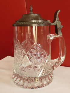 Rich diamond cut glass beer mug of +/-1950-1960.