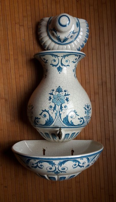 Spanish porcelain ewer signed by Benlloch