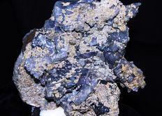 Fluorapatite with gradient of blue, purple, pink and Siderite - 11 x 10 x 5 cm - 510 gr
