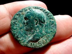 Roman Empire -  Vespasian (69 - 79 A.D.) bronze as (10,62 g., 27 mm.) from Rome mint, 71 A.D. VICTORIA NAVALIS.