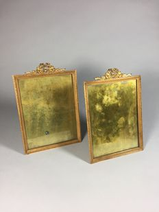 A set of gold plated brass photo frames with bows - Louis XVI-style - France - approx. 1900