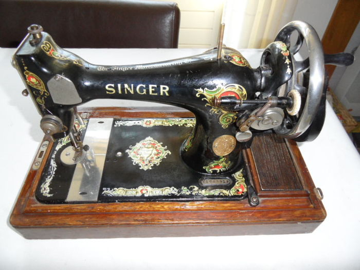 Singer 128K sewing machine - approximately 1924