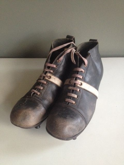 753c228bc Old football shoes - vintage football   soccer boots - Catawiki