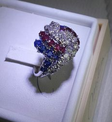 Fabulous cocktail ring with diamonds, rubies and sapphires, over 3 ct in total.