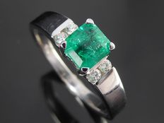 "Diamond ring with ""natural intense green  emerald ""  0.70 ct & 4 diamonds total 0.10ct  ***No minimum price***"