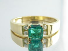 "Diamond ring with ""Natural Intense Green Emerald""   0.55 ct & 4 diamonds"