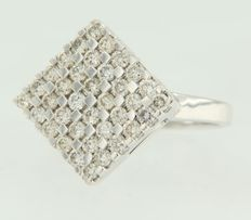 18 kt white gold ring set with brilliant cut diamonds **** NO RESERVE PRICE **** @