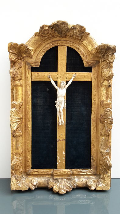 Corpus christ ivory in gilded original frame - France - 18th century