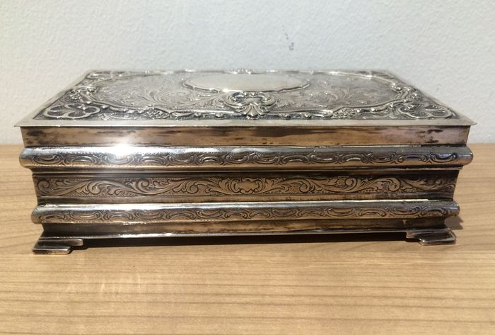 Silver antique jewellery box 835k