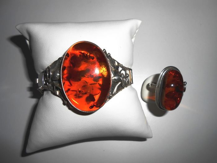 Silver jewellery set with amber setting, from around 1920