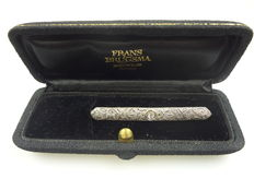 Art Deco rod brooch made of 14 kt gold with diamond, cutaway