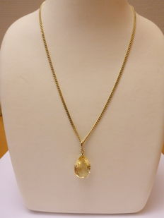 Gold necklace and pendant with citrine