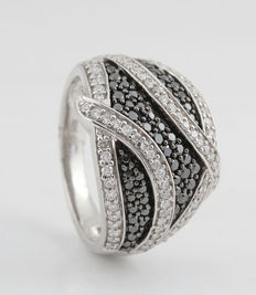 Sterling silver black and white diamond ring total 1.04ct, Ringsize: 54