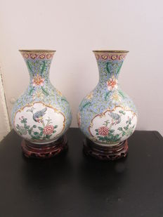 Two enamelled vases on a wooden base – China – second half 20th century