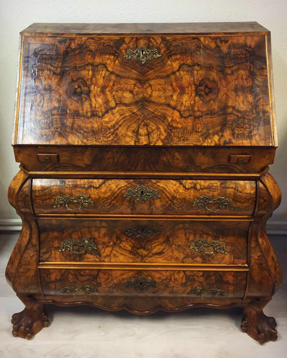 Flap secretaire with fantastic drawing in burr walnut - England - first half 20th century