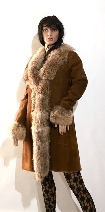 Furry brand lambskin coat with coyote fur