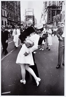 Alfred Eisenstaedt (1898-1995)-The V-J Day Kiss, 1945