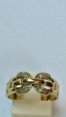 18 kt gold ring with diamonds. Size 17.25 mm (54)