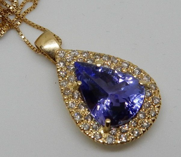 Collana con pendente in oro giallo 18 kt con tanzanite da 4,16 ct. e diamanti da 0,45 ct certificata