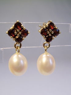 Gold earrings with garnet and real pearls