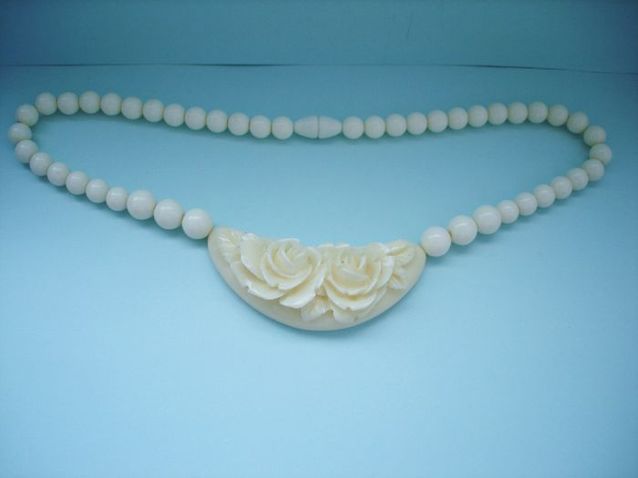 ivory with kavels vintage beads excellent lucite japan carved necklace