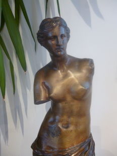 Very nice and big sculpture in bronze - according to the Venus de Milo - indistinctly signed - first half of the 20th century