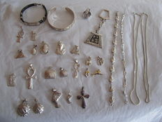 Set of 30 artistic 925 silver pharaonic symbols and vintage pendants from the 1970s/1980s