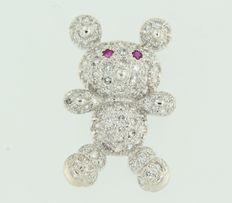 14 kt white gold brooch in the shape of a teddy bear set with ruby and diamond – size 2.8 x 1.8 cm