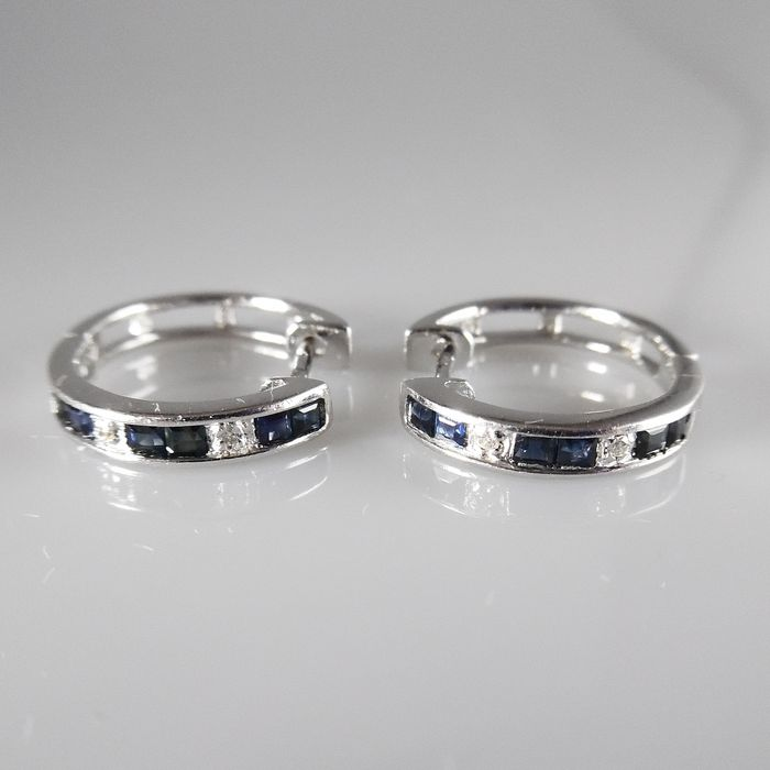 14 kt white gold creole earrings with 12 blue sapphires and 4 brilliant cut diamonds