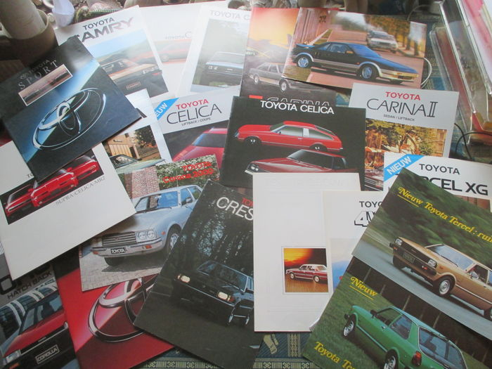Car brochure Toyota (including Celica/Corona/Carina/Cressida/Crown, 22x, 1976-1989)