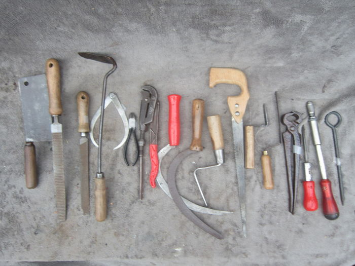 A lot of 17 polished and preserved hand tools