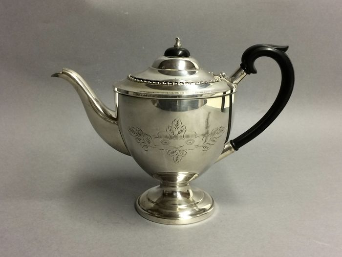 Victorian teapot with floral engraving,  England, approx. 1920