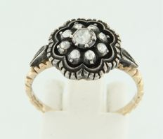 Gold and silver ring, set with rose cut diamonds