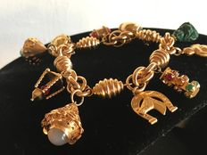 20th century bracelet, in 18 kt gold and 10 pendants.