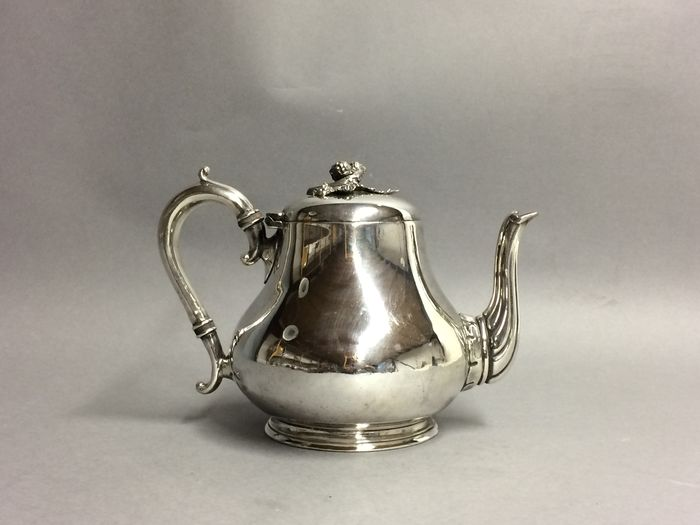 Victorian teapot with silvered knob in shape of a blackberry, Atkin Brs, Sheffield, , England, approx. 1900