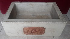 Botticino marble sink with nobiliary coat of arms on the front - Italy - 19th century