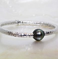 Bangle bracelet in 925 hammered silver, baroque Tahiti pearl, 12 mm in diameter