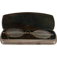 Silver spectacle case with spectacles, Germany